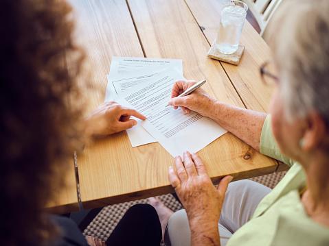 Rédiger son testament pour transmettre son bien immobilier